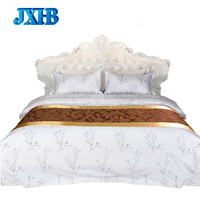 Anti-wrinkle 100% Polyester Hotel Double Queen King Hotel Bed Throw Bed Scarves and Runners