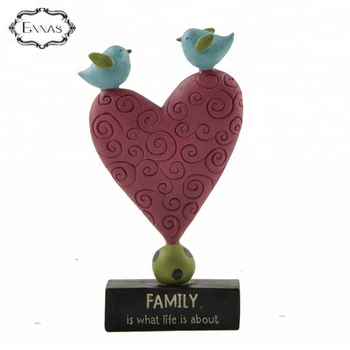 Custom concise heart shaped Collection Desk Figurine Decoration art and craft Resin
