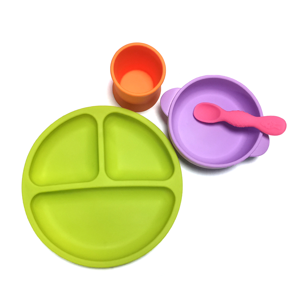 Wholesale silicone baby feeding set feed baby food supplies include baby bib suction bowl spoon and plate