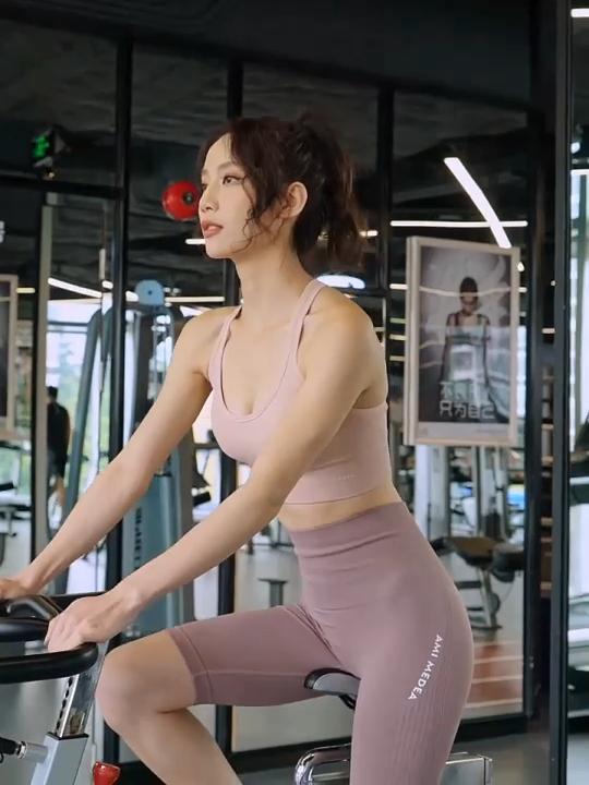 ขายส่งสูงเอวTummyควบคุมกีฬาการฝึกอบรมกางเกงเหงื่อWickingไนลอนSpandexกางเกงขาสั้นโยคะสำหรับสุภาพสตรี
