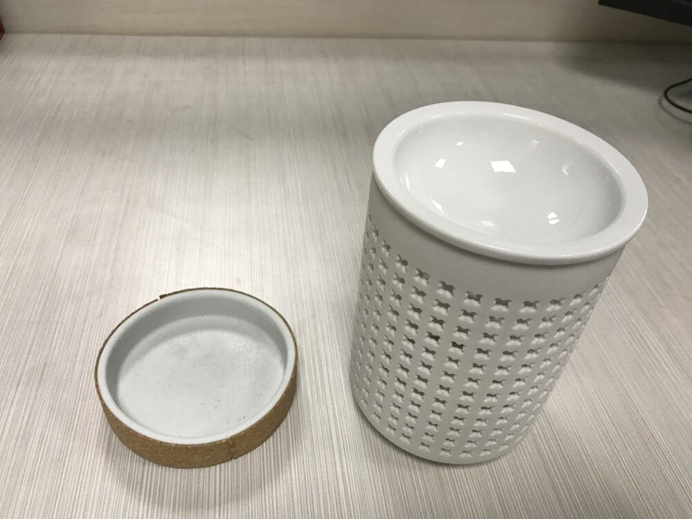 Factory cheap price Hollow out porcelain White Ceramic wax melt burners massage oil burner