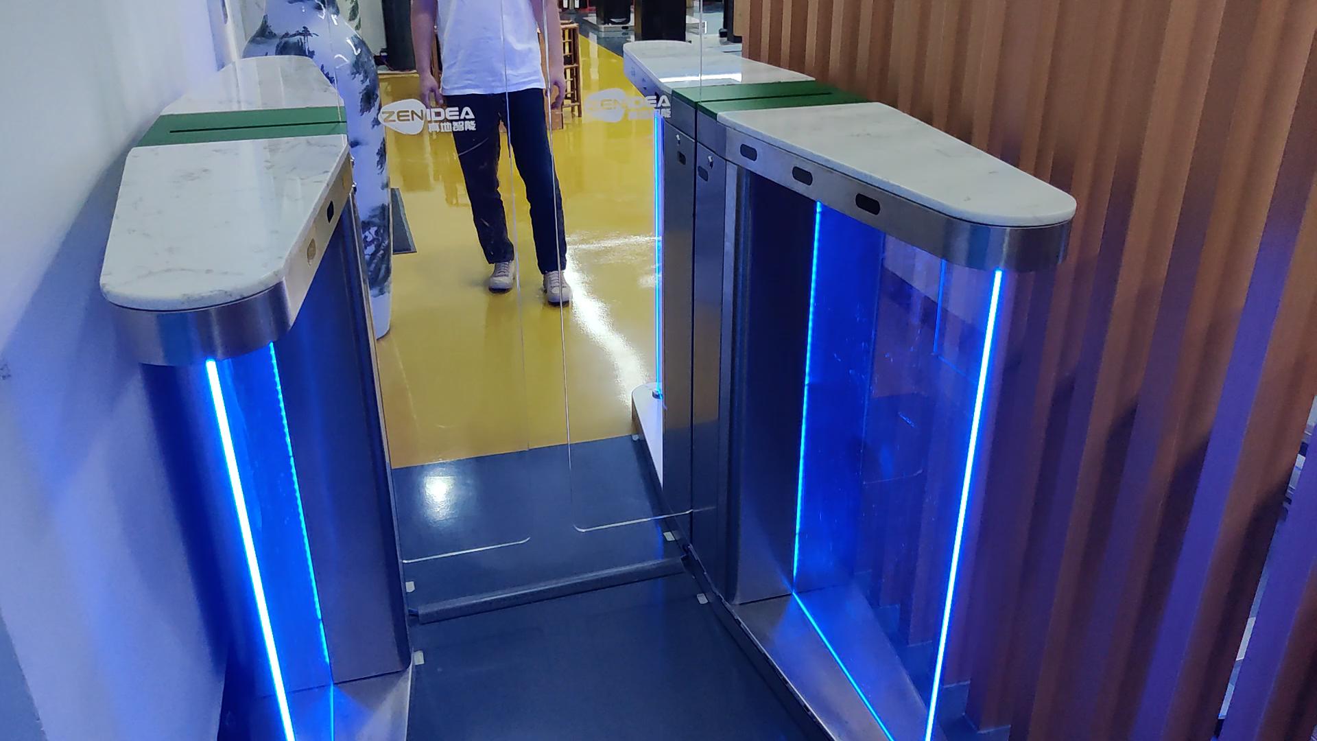 Otomatis lebih tinggi dan rendah keamanan sensor geser flap barrier gate dengan wajah terminal