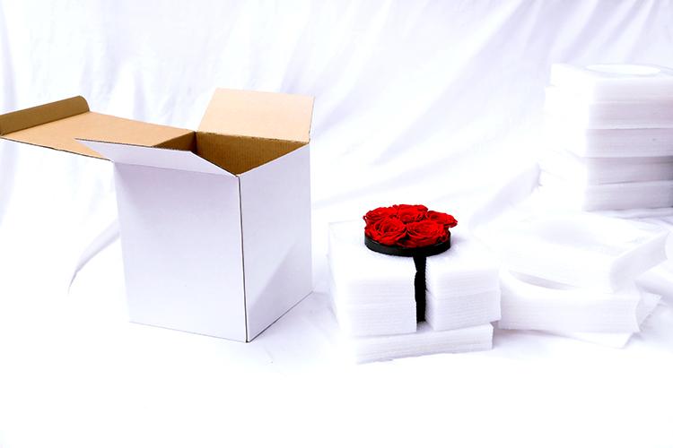 Hoa Hồng Vĩnh Cửu Được Bảo Quản Lâu Dài Trong Hộp Quà Tặng Tròn