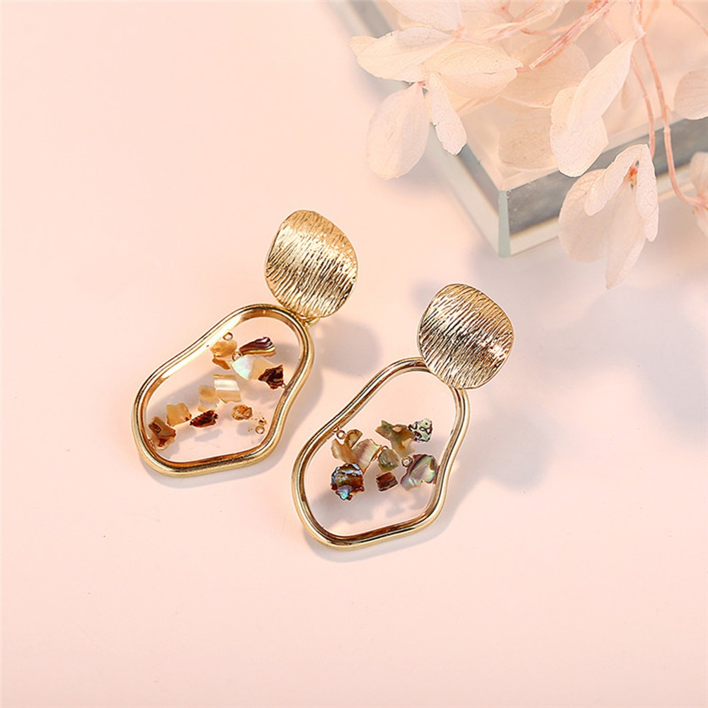 2019 New creative vintage geometric irregular square shell earrings