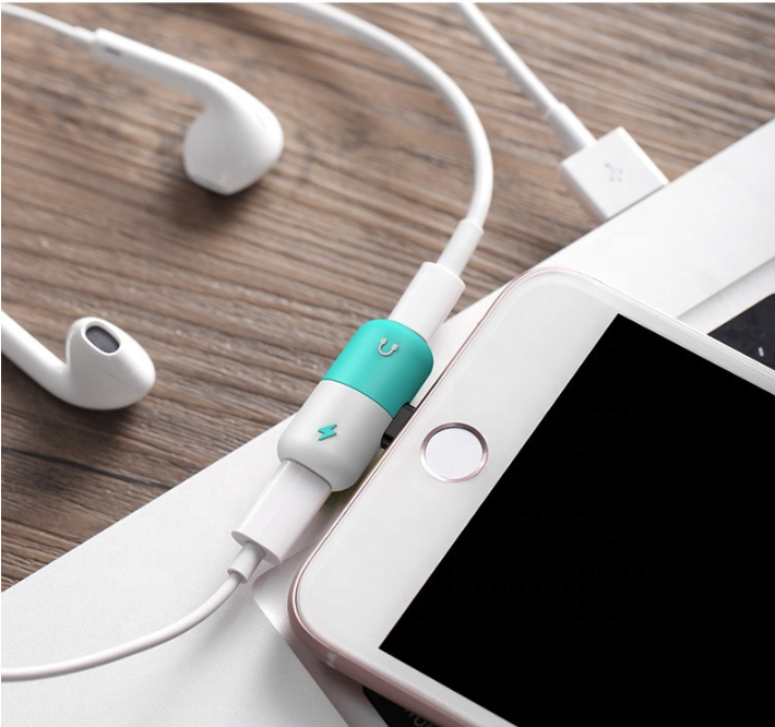Shenzhen Good Quality 2 in 1 Mini Capsule Jack Adapter Splitter Audio Double Ports Support Listen Music Charging for iPhone