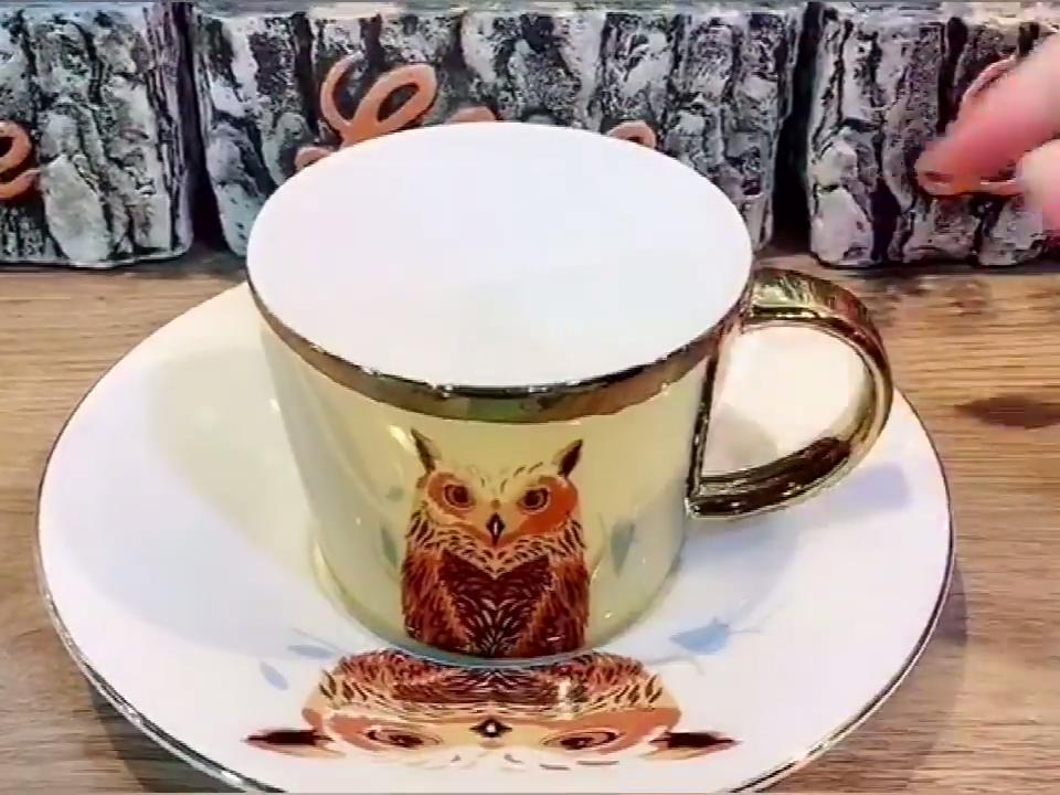 Venta al por mayor más nuevo originalidad elegante espejo reflectante de café de cerámica taza de té con mango