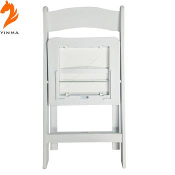 mueble con sillas plegables