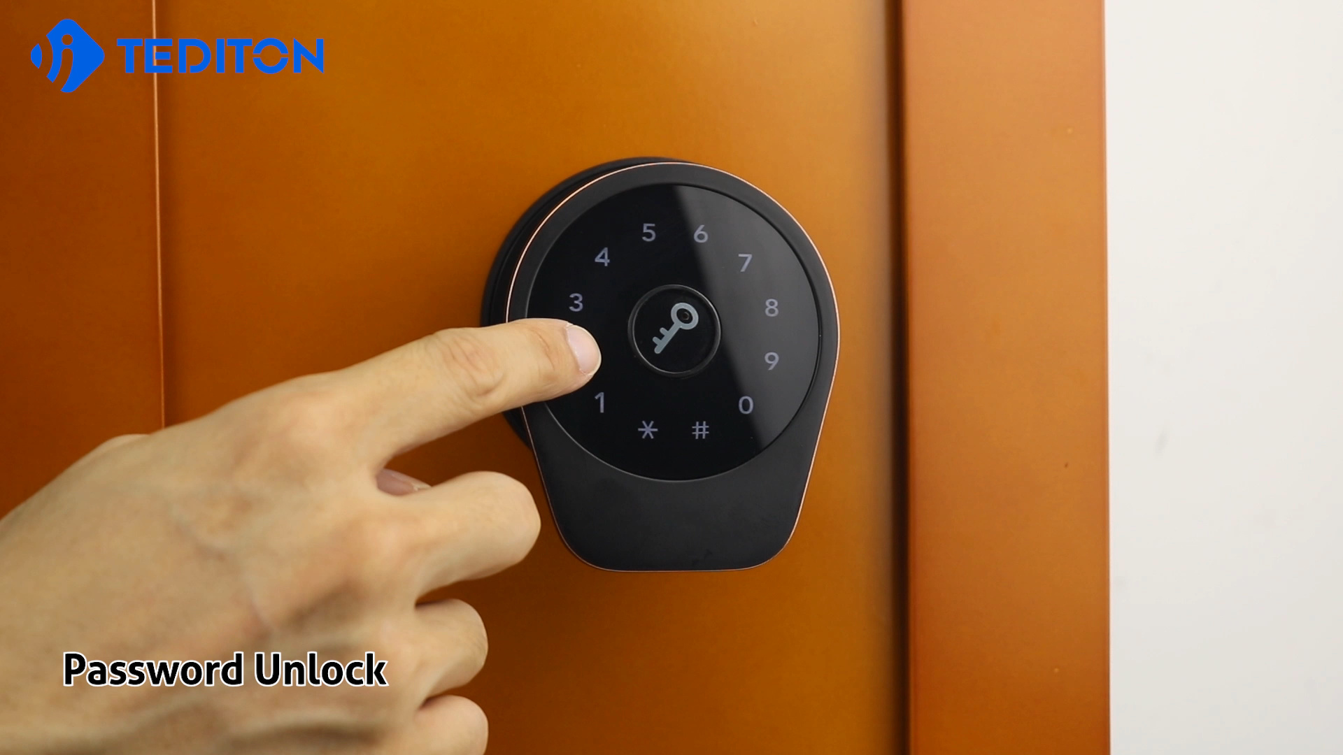 New Design Passcode Card Combination Touch Screen BLE APP Wifi Electric Smart Door Lock for Airbnb Apartment