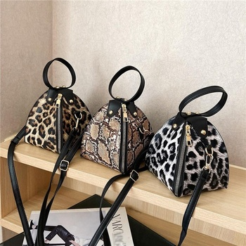Luxury small Triangle shape Messenger Bags Leopard Print mini bags women pu leather handbags