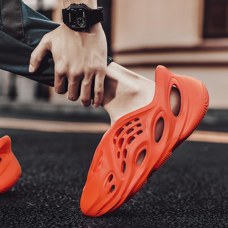 Stylish Quick Drying Men Garden Shoes Lightweight EVA Men Clogs of New Generation