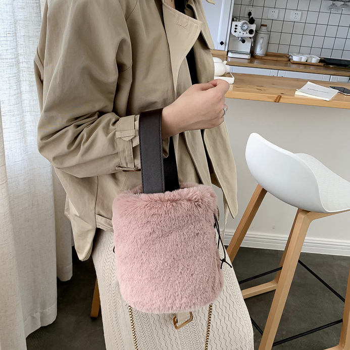 TS9240 शरद ऋतु और सर्दियों नई आलीशान मिनी बैग पोर्टेबल एकल कंधे दूत सिलेंडर बाल्टी बैग