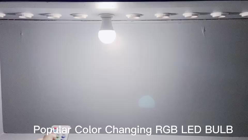 Популярный цвет меняется цветная (RGB) Светодиодная лампа с дистанционным управлением с регулируемой яркостью Светодиодная лампа 7 Вт 600LM CE по ограничению на использование опасных материалов в производстве