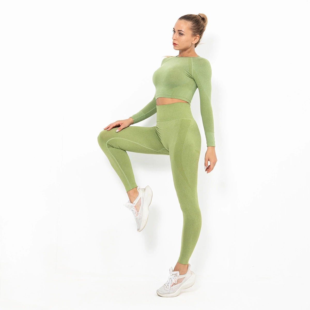 High quality new fashion tight-fitting polyester and spandex 2-piece long sleeve women's yoga suit