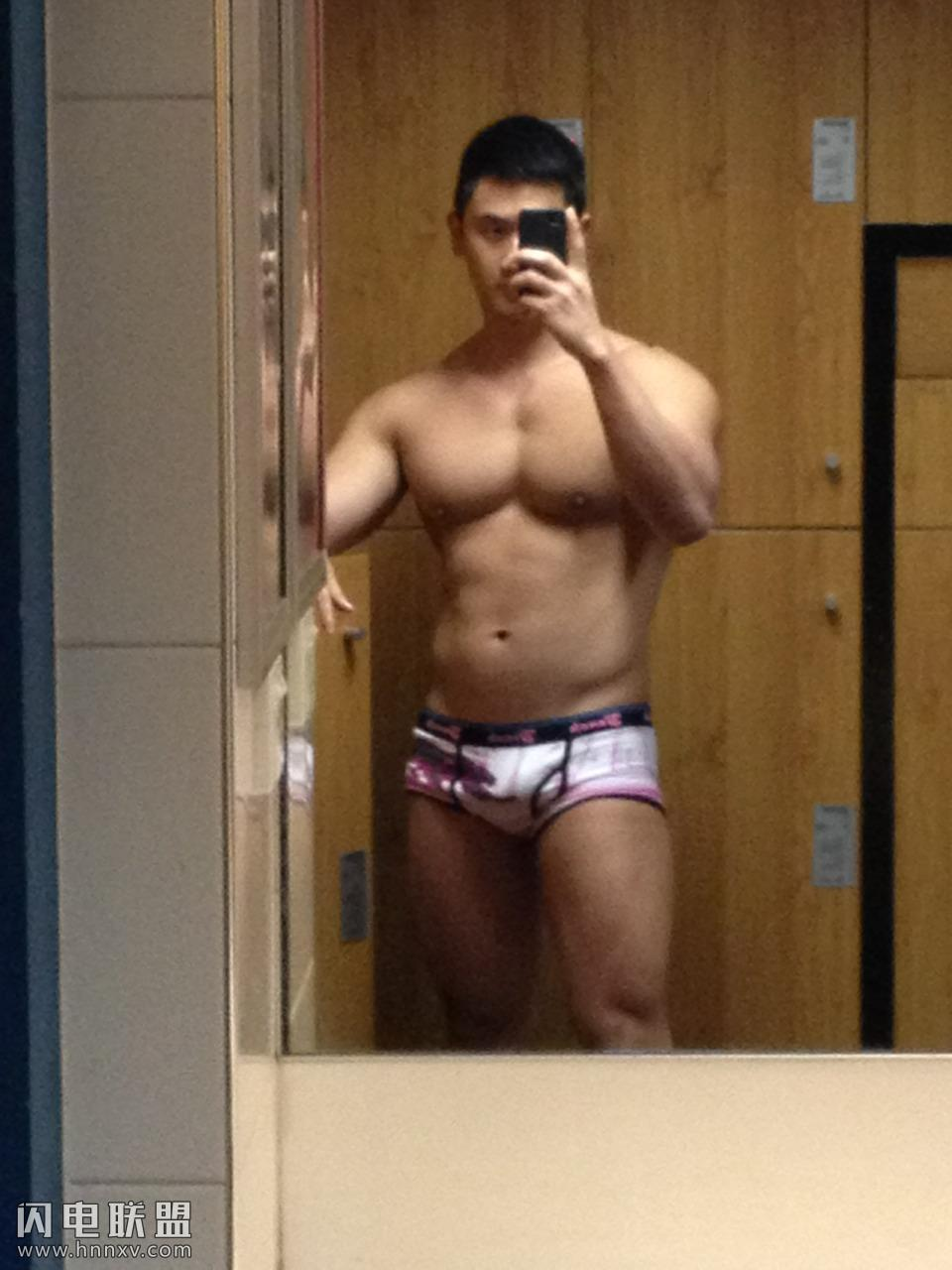 性感肌肉帅哥浴室腹肌自拍