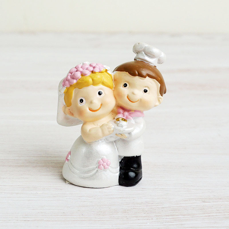 Resin Crafts Wedding Decoration Couple Mini Figurine Creative Doll Statue Cake Decoration For Valentine's Day Wedding Gift