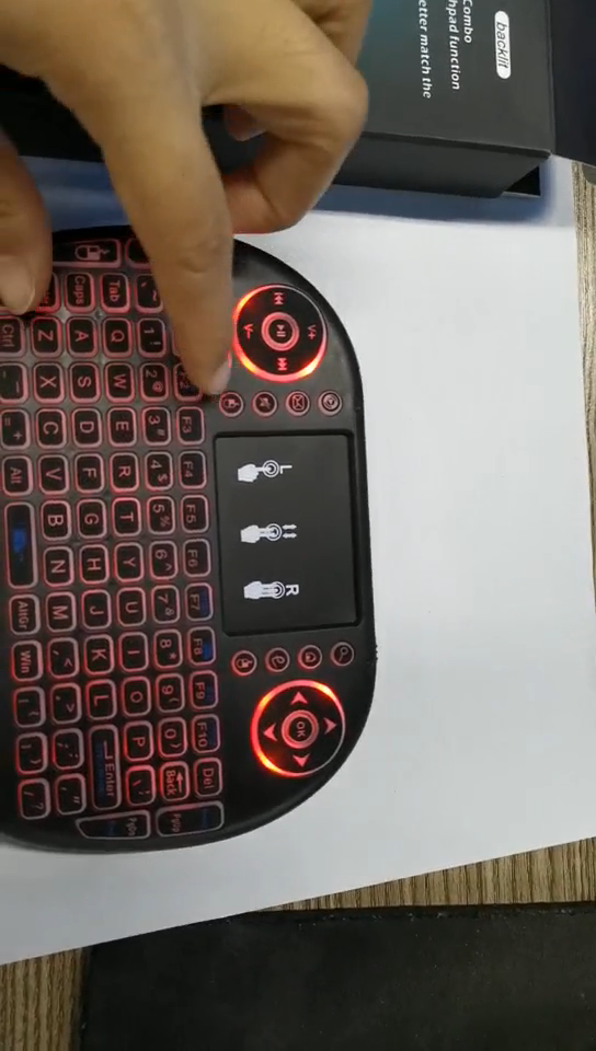 למעלה מכירת Touchpad 2.4GHz 3 צבעים תאורה אחורית אלחוטי מיני מקלדת I8