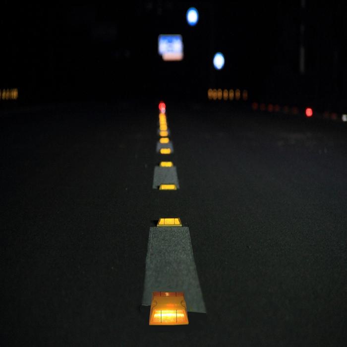 Coque en plastique goujon de route réfléchissant marqueur de chaussée avec tige