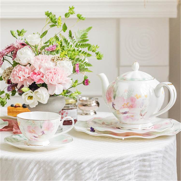 Zarif çıkartma baskı çiçek desen ev süet avrupa tarzı seramik güzel kahve çay seti altın jant ile