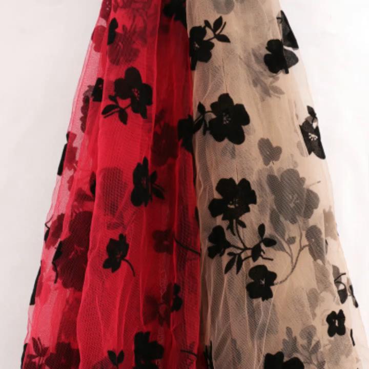 ที่มีคุณภาพสูงตาข่ายลูกไม้ผ้าโพลีเอสเตอร์Tulleผ้าสต็อกจำนวนมากสำหรับสตรี