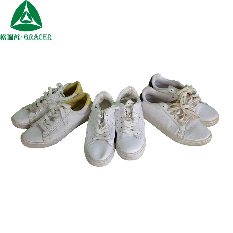 2019 Beautiful women used white canvas shoes and clothes from korea