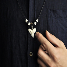 Natuurlijke Real Shark Tooth Groothandel Witte <span class=keywords><strong>Ketting</strong></span> Shark <span class=keywords><strong>Tand</strong></span>