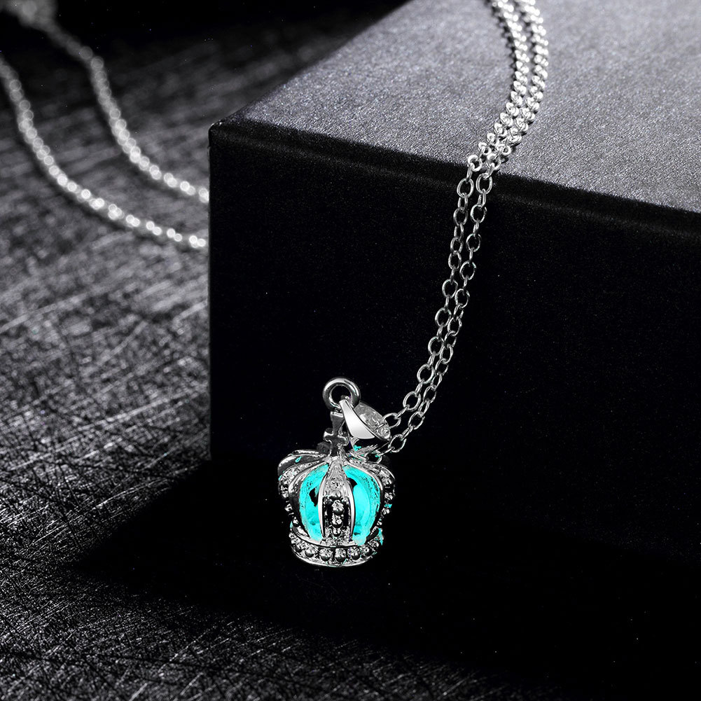 2020 New Arrival 3 Color Available Women Jewelry Fluorescent Glow In The Dark Crown Charm Necklace For Gifts