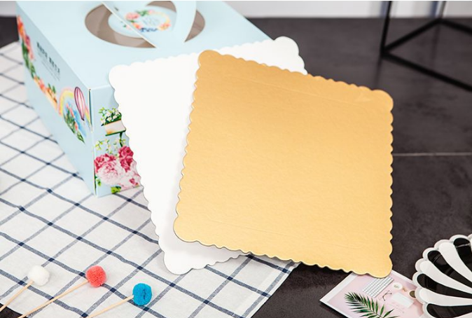 Heißer verkauf Weiß kuchen basis tray/gold farbe kuchen boards in blätter