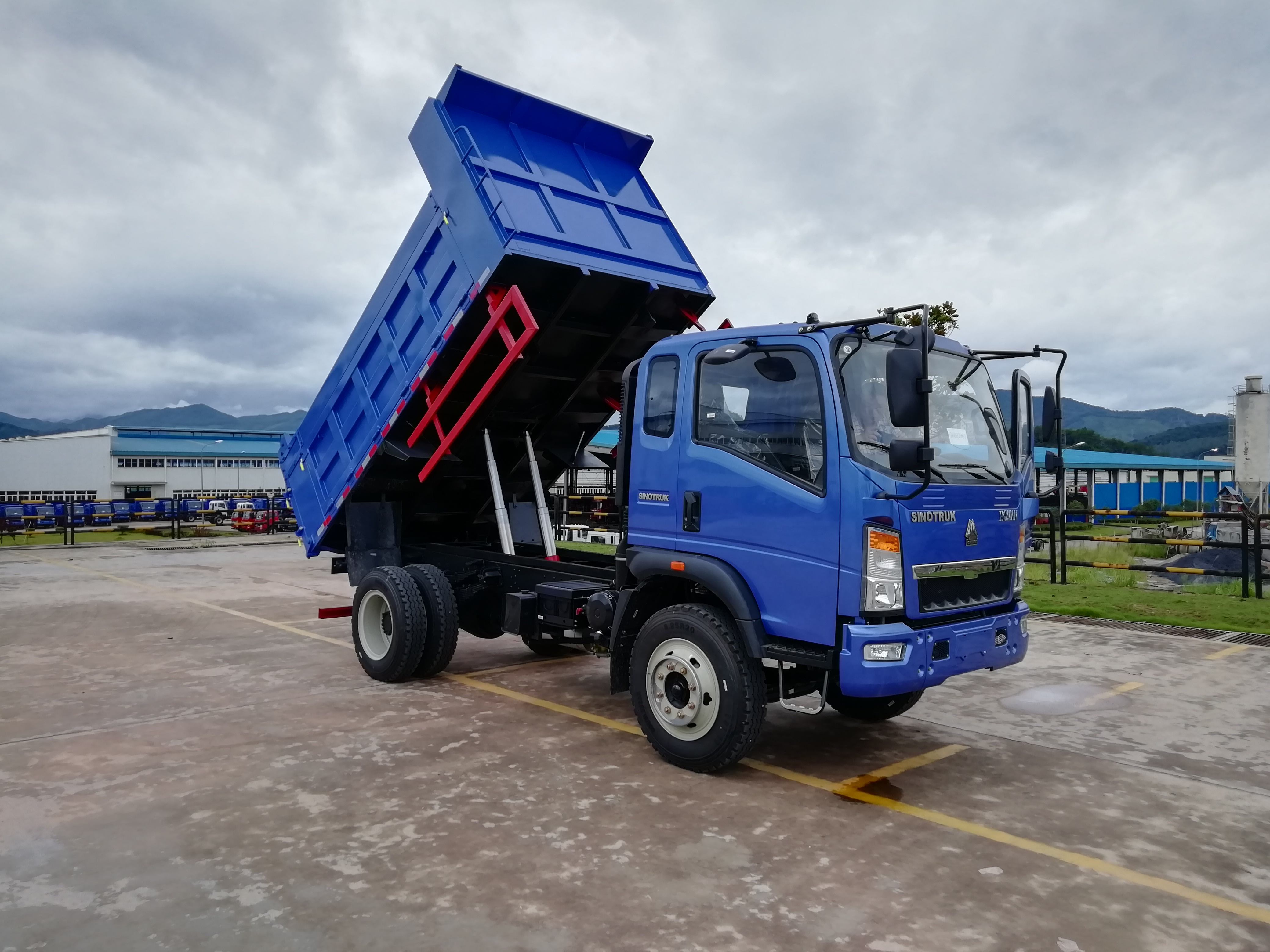 Sinotruk Howo Mini 4x4 Dump Truck