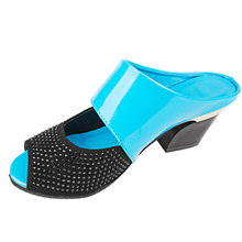 Женщины Тапочки лето Сладкие лакированные туфли Женщина Мода открытым носком квадратные каблуки 2020 дамы Смешанные цвета Обувь Плюс Размер(Китай)