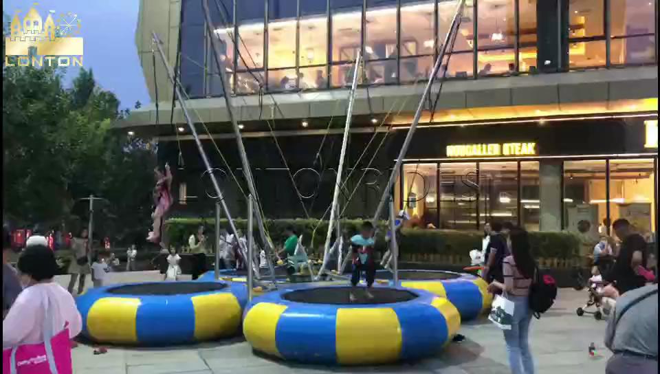 Bungee trampolim playground ao ar livre