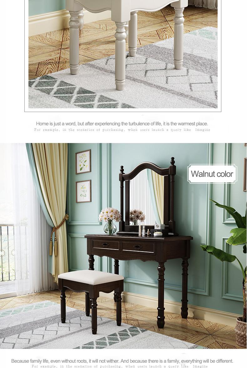 غرفة نوم فاخرة من خشب متين باللون الأبيض العاجي مع مرآة