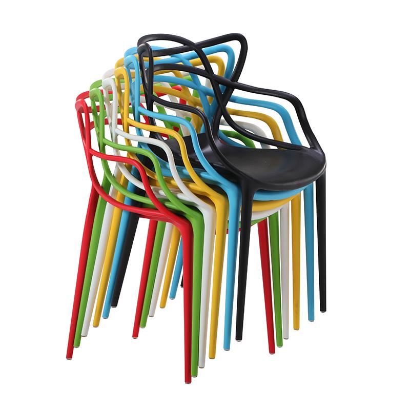 आउटडोर फर्नीचर Stackable रंगीन प्लास्टिक कैफे कुर्सियों के साथ पेड़ वापस