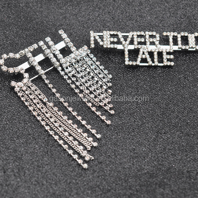 Wholesale fee customized diy capital letter diamond brooch english letter words rhinestone queen pin brooches
