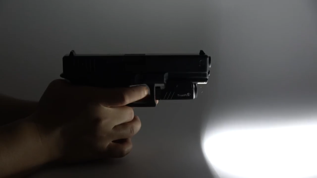 Ad alta potenza TrustFire GM23 ricaricabile luce pistola auto pistola difesa luce 800 Lumen torcia tattica militare arma mount