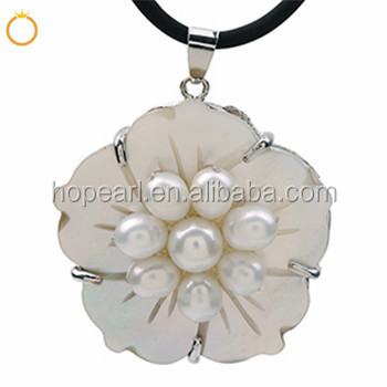 MOP458 Flower Design White Freshwater Pearls with Shell Pendant Women Pearl Jewelry
