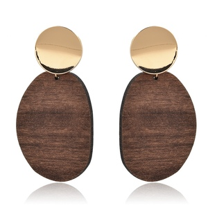 Women's metal piece with wood fashion decorative earrings