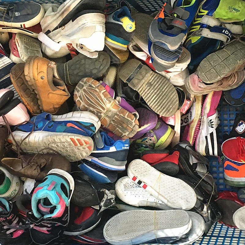 Men and women and children used mix shoes second hand cheap shoes in container selling