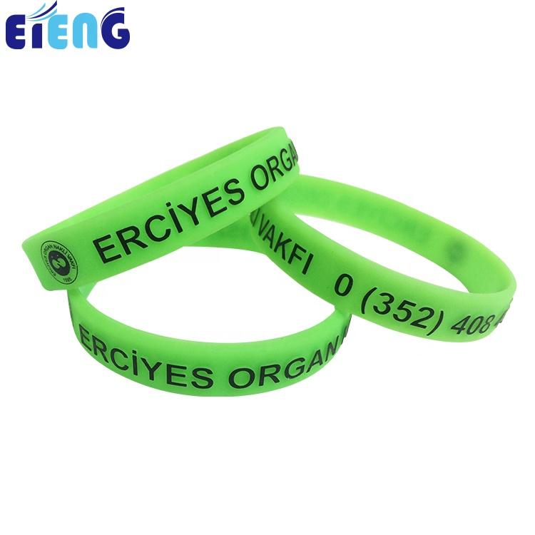 Di alta qualità di massa a buon mercato logo personalizzato braccialetti di gomma di silicone