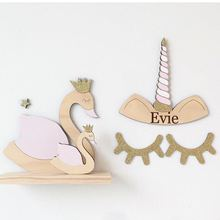 ไม้พิเศษ Eyelash Sleepy Eyes Unicorn Wall Decor