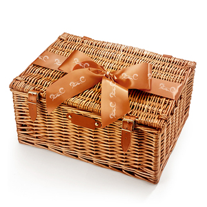 China handmade natural wicker willow picnic basket for 4 people