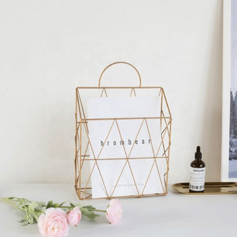 Wholesale trade decorative metal wire modern design home newspapers and magazines gold hanging storage basket