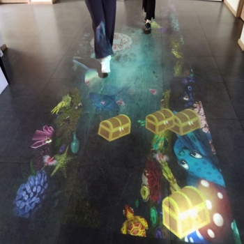 130 efects interactive floor projection system, kid games interactive floor with IR camera