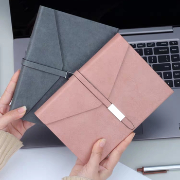 2020 personalizzato notebook a5 planner in tre cartelle in pelle con hasp