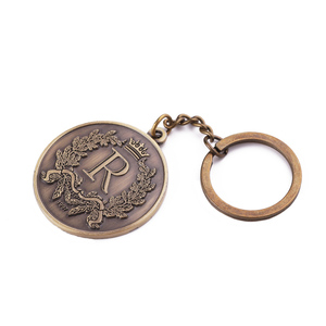 cheap R letter antique bronze key chain custom metal keychain