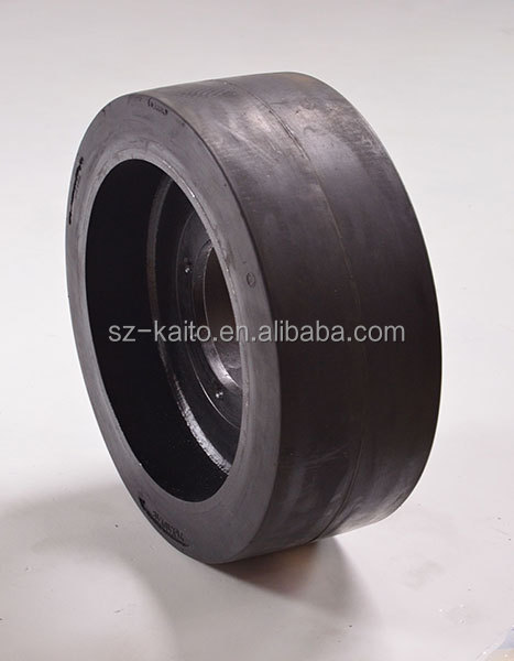 Road roller solid tyre