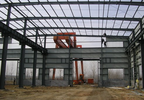 light steel warehouse with crane