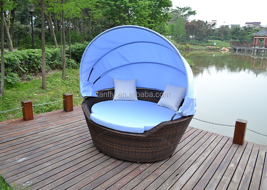Sturdy Rattan Round Easy Assemble Outdoor Lounge Canopy Beds