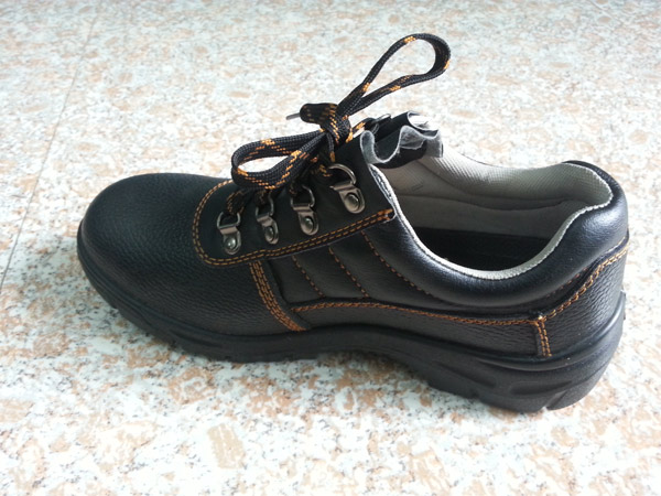 Brand Woodland Safety Shoes In Black