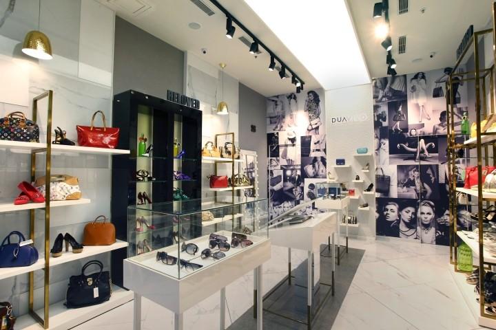 d22ad5f861 Sofisticado Fast Fashion Calçado exposição Da Loja De Calçados E ...