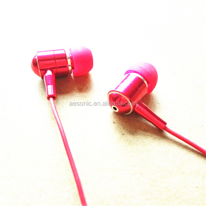 wholesale new design free sample in-ear earphone for mobole phone/PC